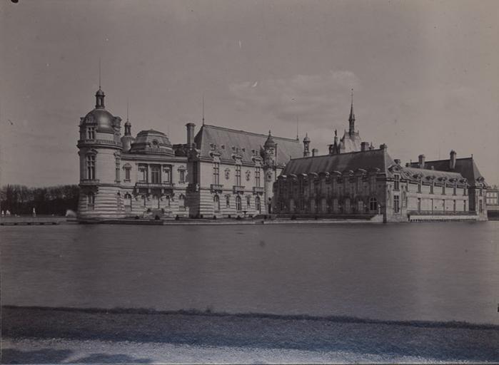 Le château de Chantilly vu du jardin anglais_0