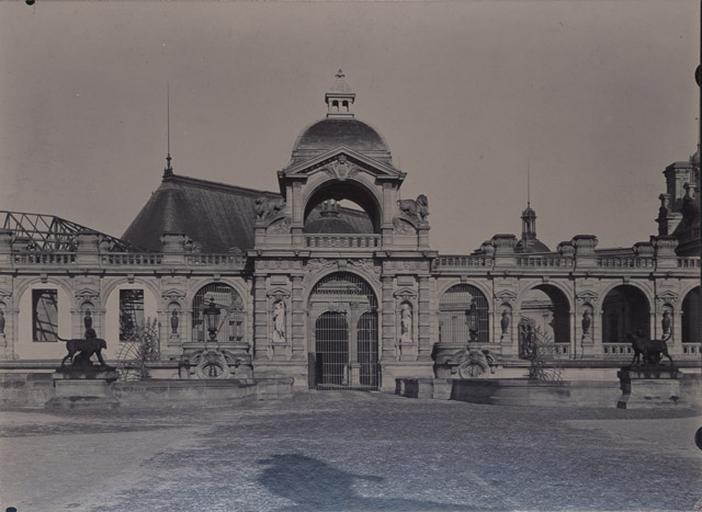 Le château de Chantilly : le pont Michel-Ange (installations provisoires sur la terrasse de la chapelle)_0