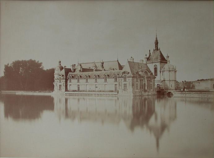 Le château de Chantilly. 1885. 32_0