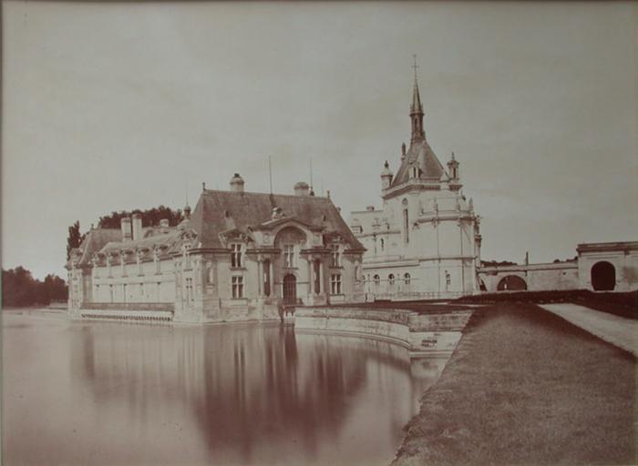 Le château de Chantilly. 1885 : le pavillon Jean Bullant. 80