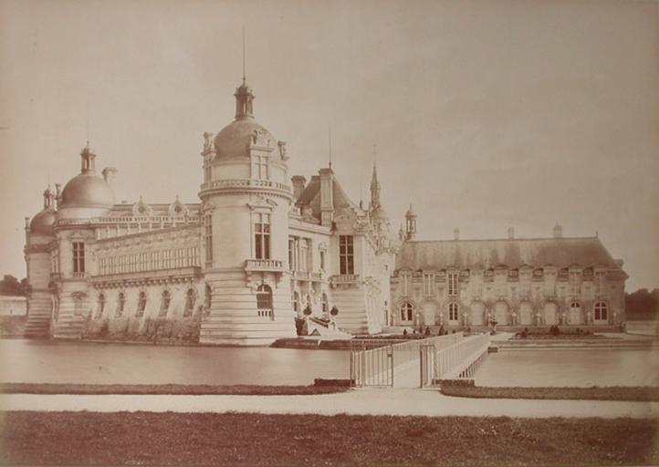 Le château de Chantilly vu du pont de la Volière. 1885. 144_0