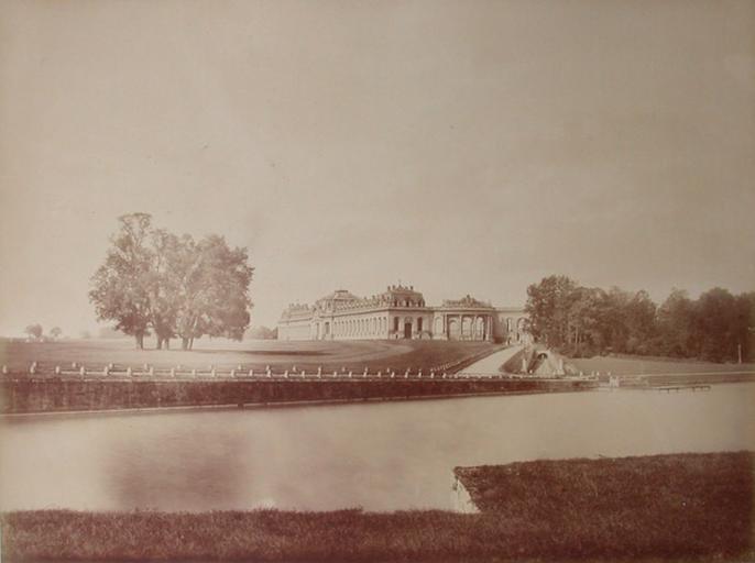 Les Grandes Ecuries de Chantilly et la Pelouse. 1885. 148_0