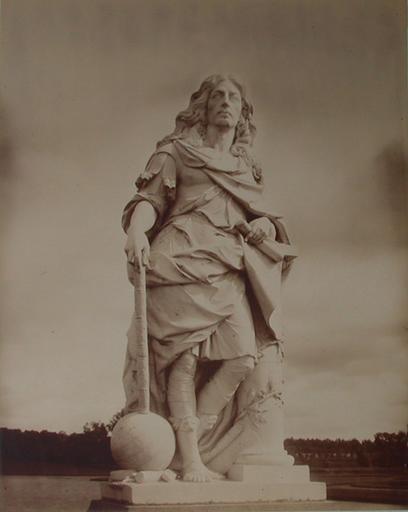 Chantilly : la statue du Grand Condé par Coysevox. 1885. 70