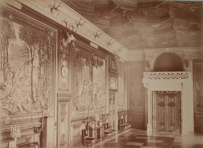 Chantilly : la Galerie des Cerfs et la tribune. 1885. 73
