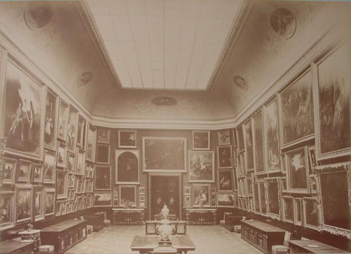 Chantilly : la Galerie de peinture vue du côté de la Galerie des Cerfs. 1885. 145_0