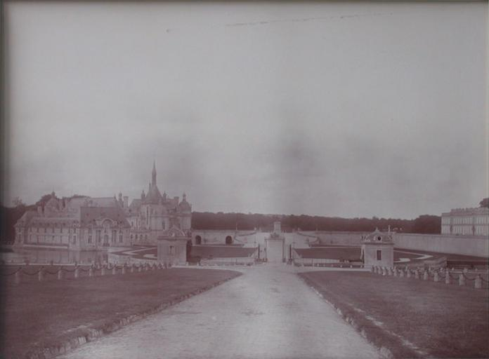 Chantilly : le château vu de la forêt. 1885_0