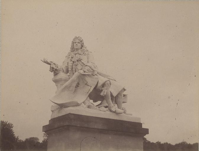 Chantilly : la statue de Lenôtre. 1885. 961
