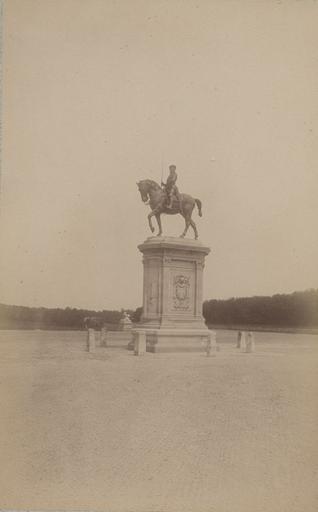 Chantilly : la statue du Connétable et la forêt. 970_0