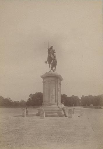 Chantilly : la statue du Connétable et la forêt. 972_0