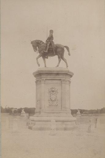 Chantilly : la statue du Connétable. 974_0