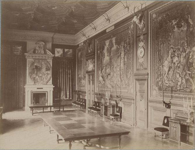 Chantilly, la galerie des Cerfs et la cheminée_0