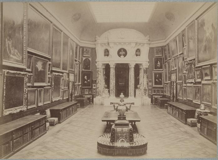Chantilly, la galerie de peinture vue du côté de la Rotonde_0