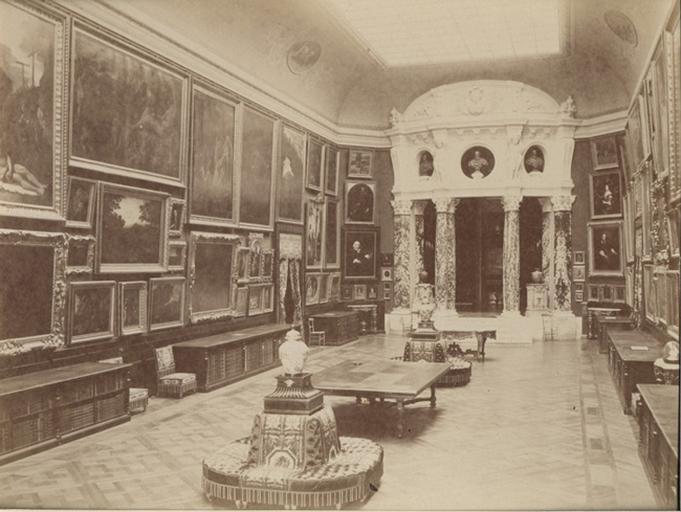 Chantilly, la galerie de peinture vue du côté de la Rotonde