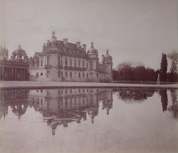 [Le château de Chantilly vu des parterres]_0