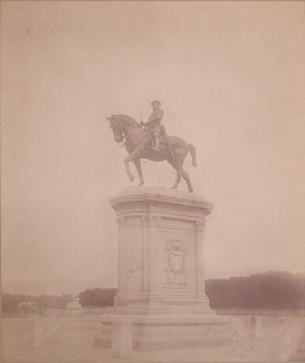 [Le château de Chantilly vu de la route]_0