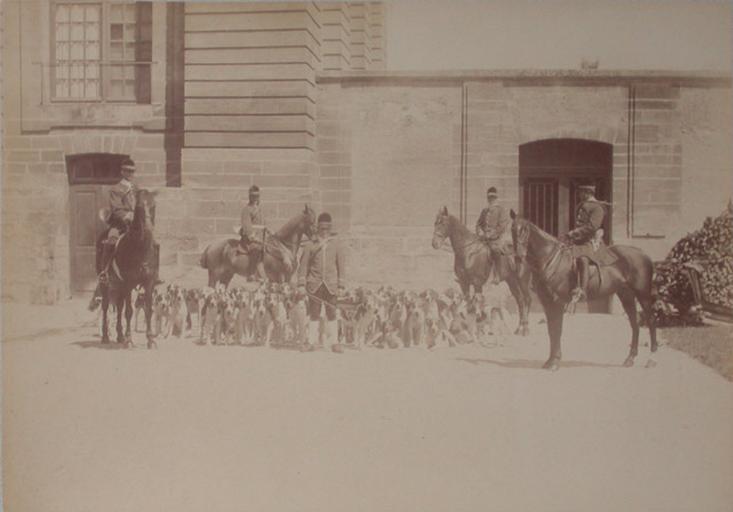Chantilly. 1885 ; l'équipage du cerf_0
