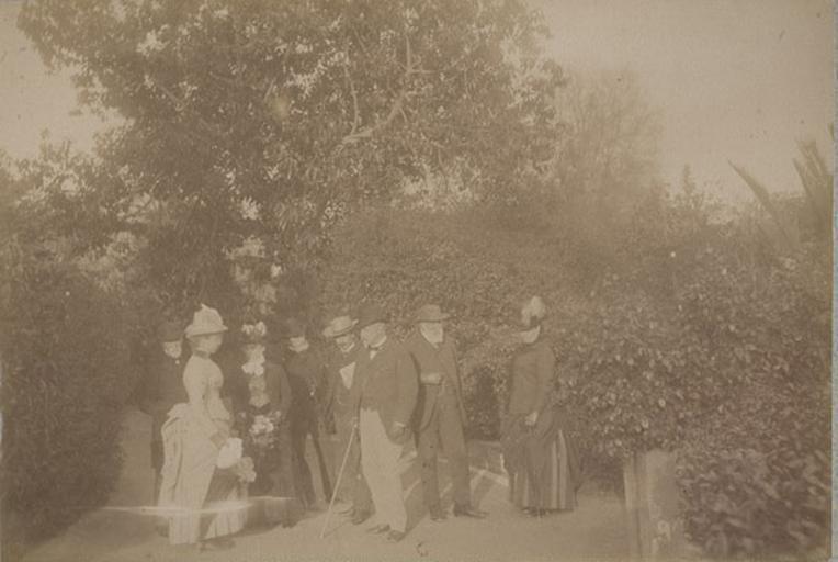 Dans le jardin de la villa d'Orléans. Palerme. 6 avril 1885_0