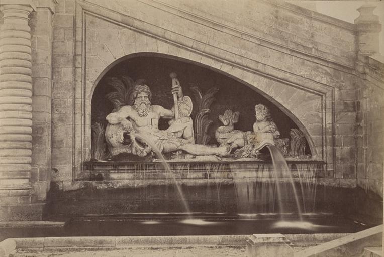 [Chantilly : Statue de fleuve au grand Degré]