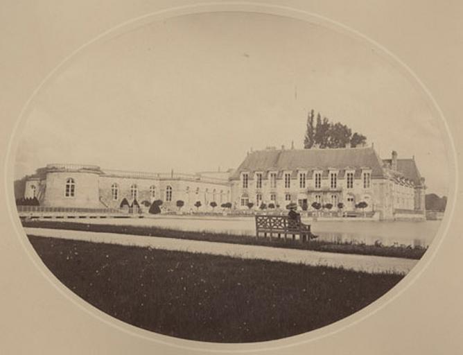 Château vu du jardin anglais_0