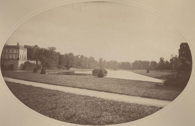 L'étang de Sylvie et la partie sud du château d'Enghien_0