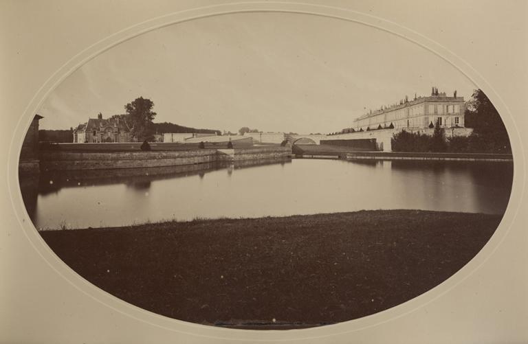 Le petit château, le château d'Enghien et le Pont du Roi vus de l'étang de Sylvie_0