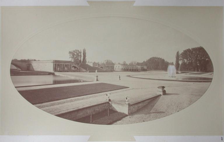 Le Grand Degré et la fontaine de la Gerbe vus du parterre nord_0