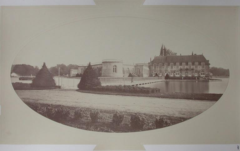 Le petit château et le pont de la Volière