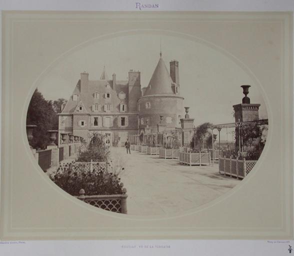 Randan. Château vu de la terrasse_0