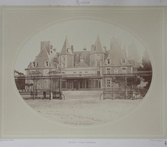 Randan. Château Cour d'honneur_0