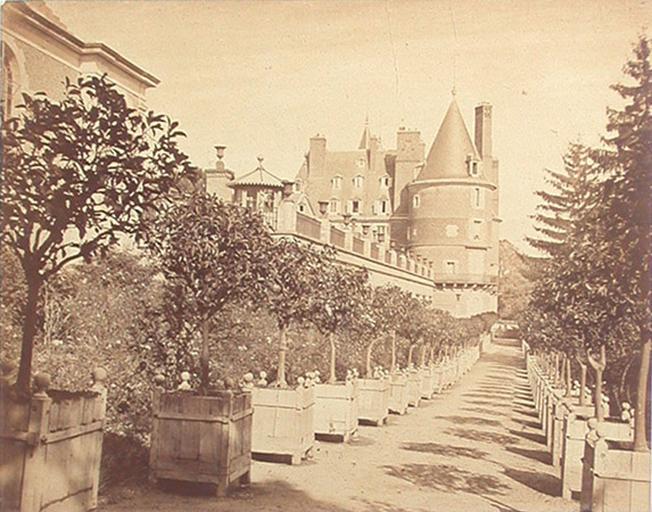 Randan. Château. Allée des Orangers_0