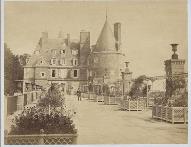 Randan. Château vu de la terrasse