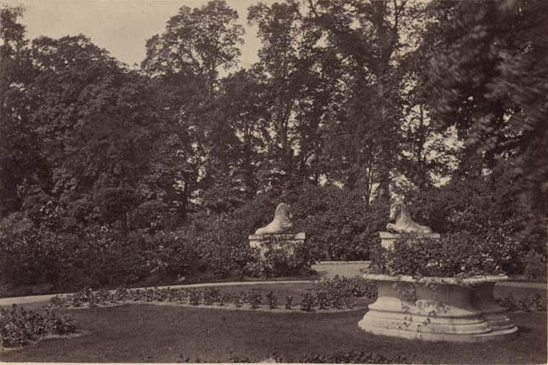 Strawberry Hill. Horse Garden