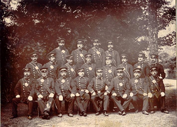 M. Macon père et les gardes du Nouvion-en-Thiérache, domaine de Guise_0
