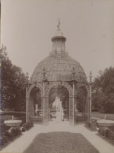 L'ile d'Amour et la statue d'Eros, jardin de Chantilly_0