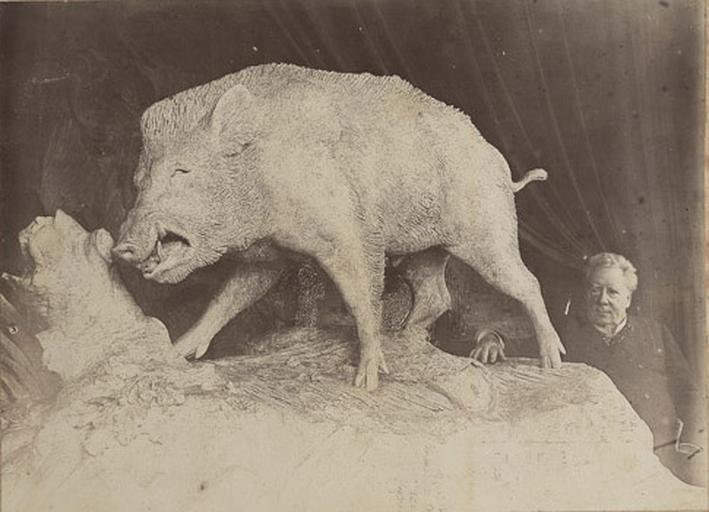 Auguste Cain posant auprès de son sanglier