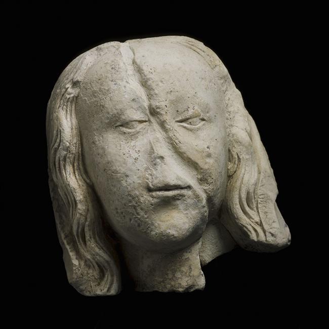 Fragment de tête féminine ;  tête de Pietà_0
