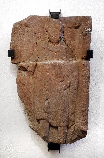 Stèle de Mercure portant un petit sanglier_0