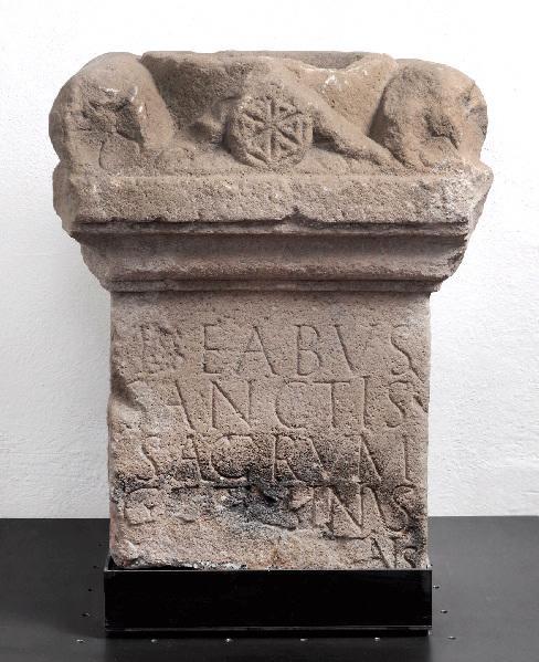 Autel votif dédié aux déesses saintes_0