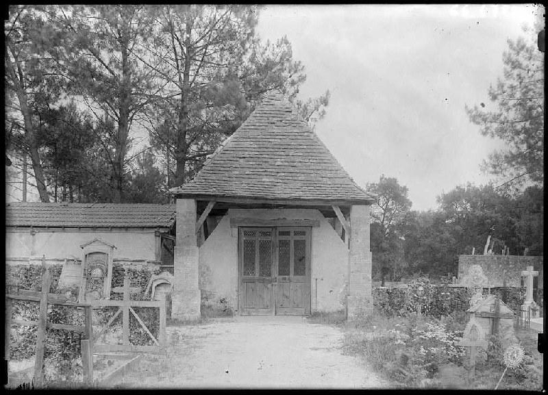Porche du cimetière - Labouheyre (Landes) (Titre attribué)_0