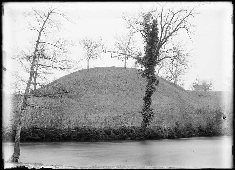 ARNAUDIN Félix : Motte du moulin et église - Arjuzanx (Landes) (Titre attribué)