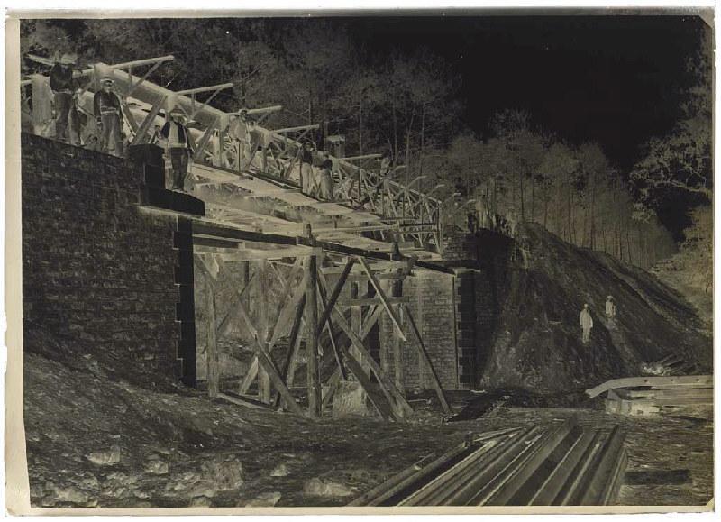Pont du chemin de fer en construction - Marquèze (Sabres) (Titre attribué)_0