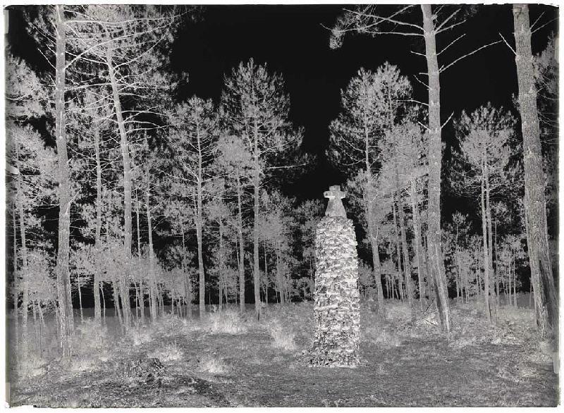 ARNAUDIN Félix (photographe) : Pyramide de la butte de Saint-Michel - Lüe (Landes d) (Titre attribué)