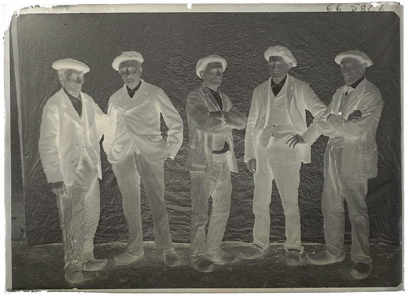Groupe d'hommes - non identifié (Titre attribué)_0