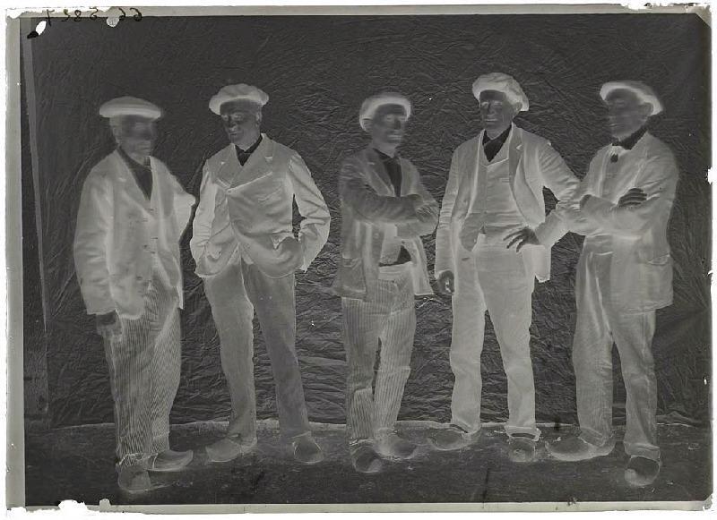 Groupe d'hommes - Grué, Lüe (Titre attribué)_0