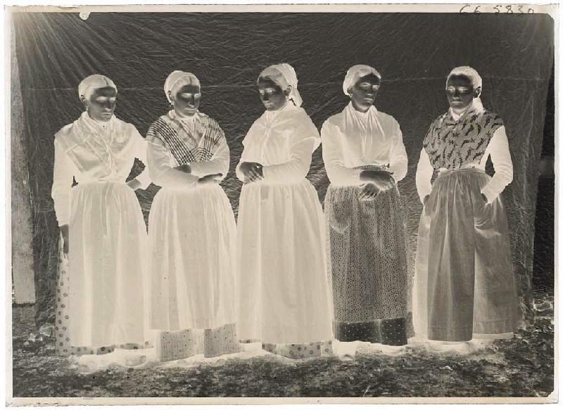 Groupe de femmes, Grué - Lüe_0