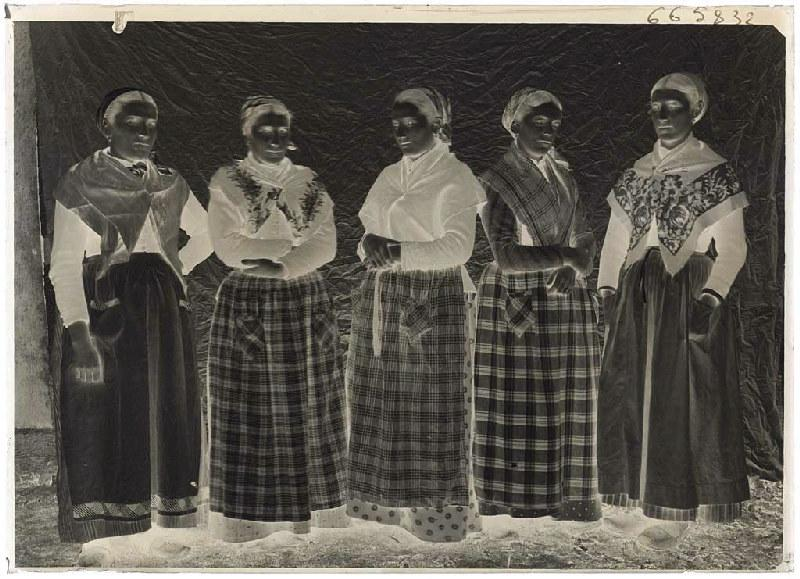 ARNAUDIN Félix (photographe) : Groupe de femmes, Grué - Lüe
