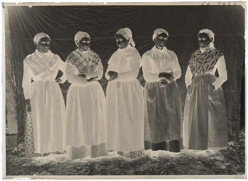 Groupe de femmes, Grué - Lüe (Titre attribué)_0