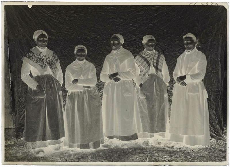 Groupe de femmes âgées, Grué, Lüe (Titre attribué)_0