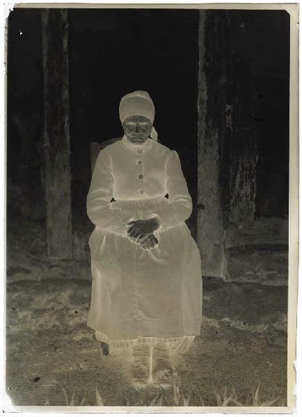 ARNAUDIN Félix (photographe) : Femme de Gruet ou de gilet, Lüe, Femme de Gruet ou de Gilet - Lüe (?) (Landes d) (Titre attribué)