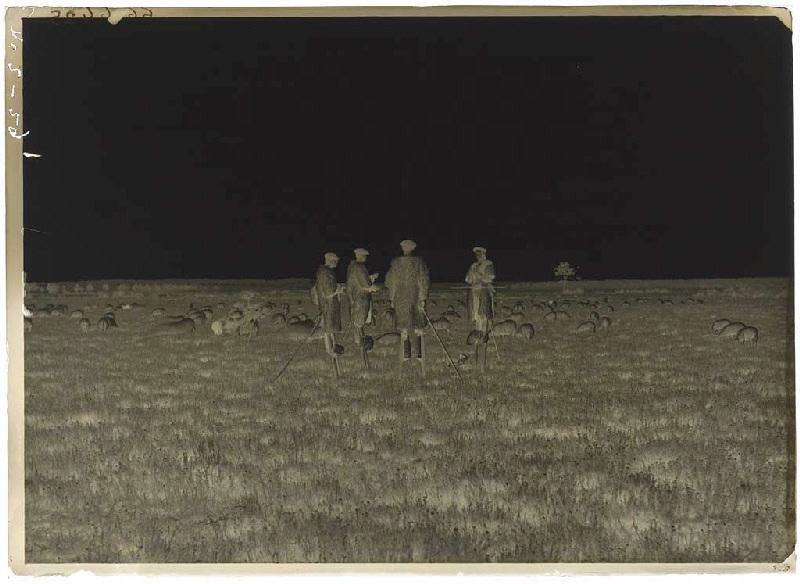 ARNAUDIN Félix (photographe) : La Mouleyre. 29 juin 1890, Bergers échassiers (titre attribué)